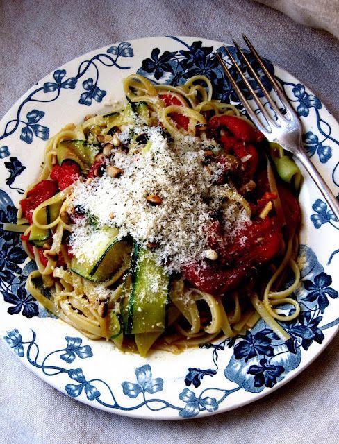 Les pâtes aux légumes permettent d'obtenir un repas équilibré en peu de temps : aux aubergines , aux artichauts , aux épinards , aux brocol...