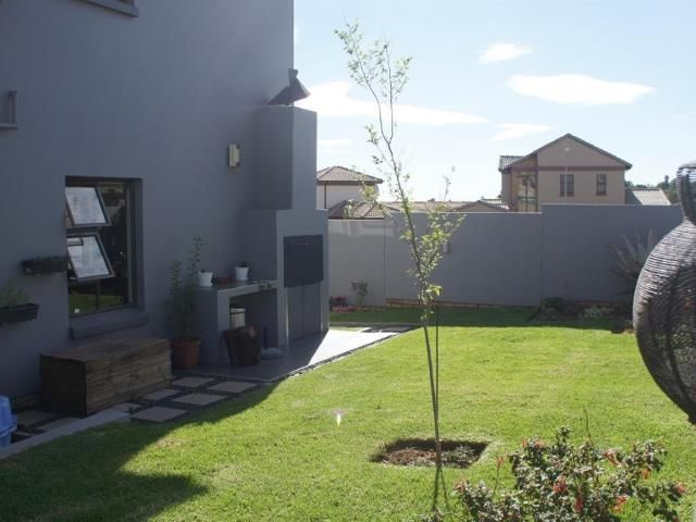 A well kept garden will increase the value of your property - 3 bedroom House for sale in Strubensvallei