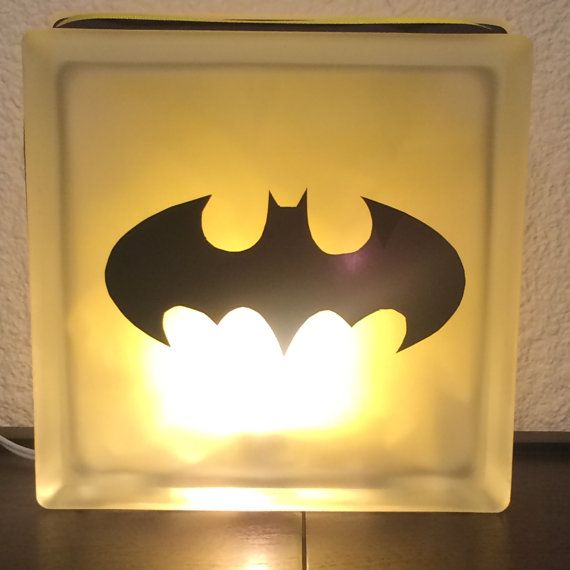 Batman Wall Light Diy : Best 25+ Batman lamp ideas on Pinterest DIY resin lamp, DIY resin desk and Batman book