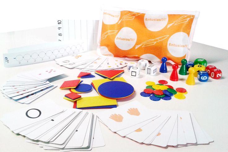 Aquí tenemos el estuche EntusiasMAT de Educación Primaria y todo el material que usarán los alumnos en las clases.