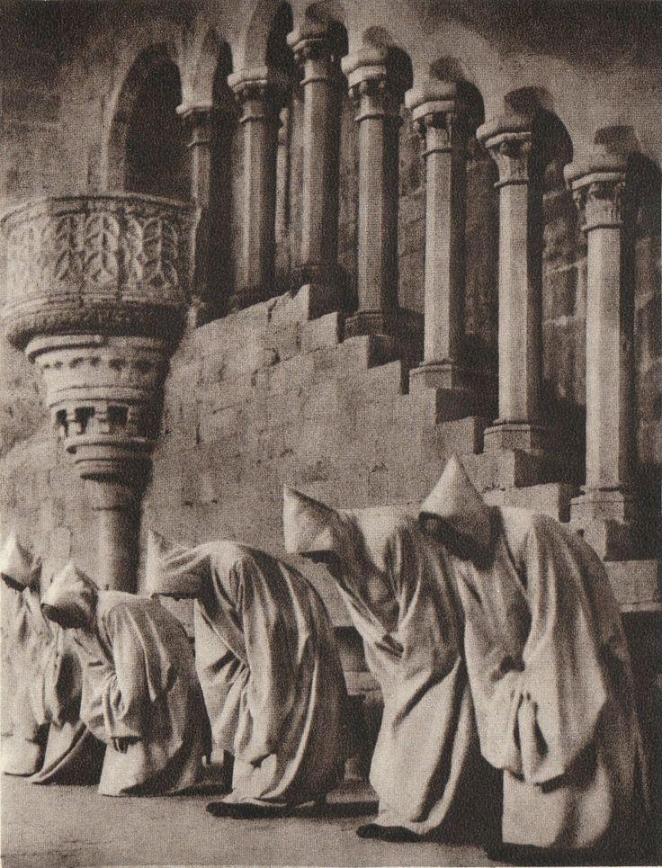 #photographer : José Ortiz Echagüe - Monks