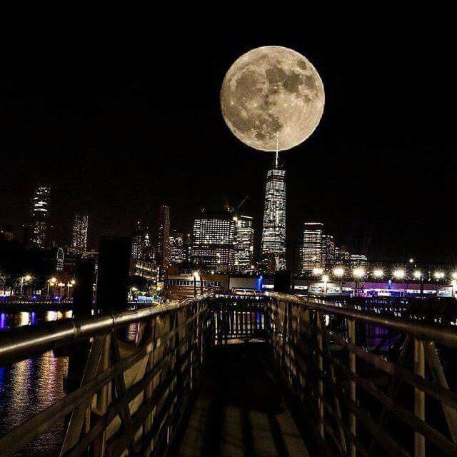 Supermoon over 1 world trade. Pic taken by instagram.com/plongpix.x.x