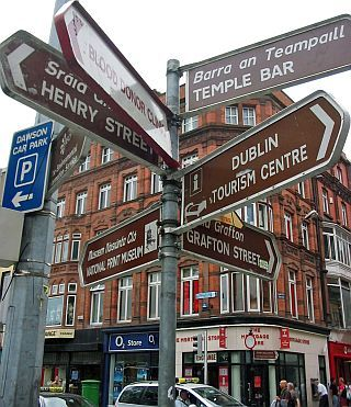 I remember walking past this to go to the Temple Bar on our last night in Ireland :)  :(