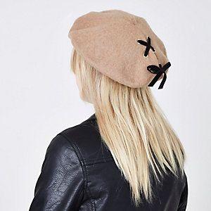 Light beige lace-up beret hat