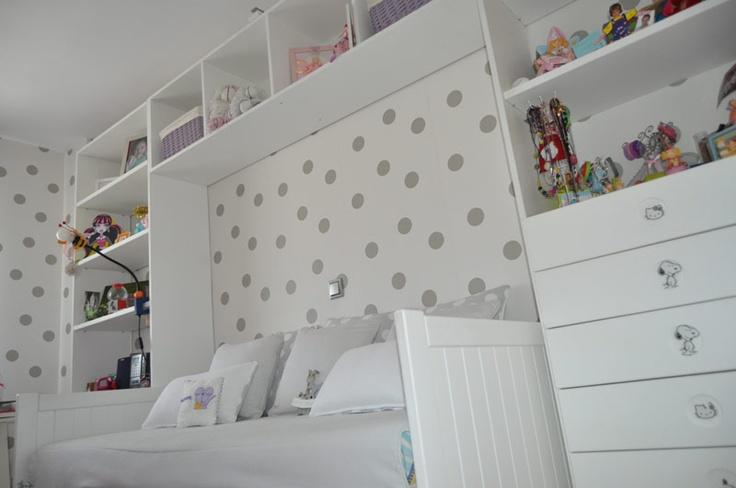 Asesoramos en la elección del color, papeles, stickers y telas , adecuadas a todas las edades. En el mobiliario tenemos una amplia gama de muebles , clásicos y modernos, a medida y multifuncionales que crecen con el niño.