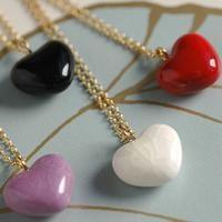 Halskæde med porcelæns hjerte - Louise Kragh rød