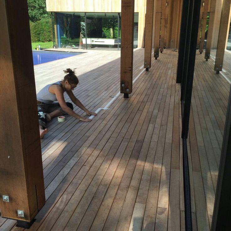 In samenwerking met Bioshield Smartcoatings:  ✅kleuren advies houten dek ✅reinigen, schuren, voorbehandelen ✅aanbrengen twee lagen beits (Mahonie/Noten) ✅verduurzamen dmv Bioshield nano coat  Resultaat: een 'wet-look' gekleurd en volledig water- en vuilwerend houtendek en 'natural-look' dak- en gevelafwerking.  Www.Bioshield.nl Www.CreativeOpen.nl  #nanotechnologie #nanocoat #nanocoating #kleuradvies #interieurdesign #exterieurdesign #interiordesign #designer #exterior #nanotechnology #dutch