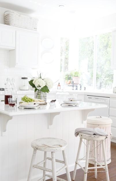 Tasty Food, Bright Kitchens, Dreamy White, Kitchens Decor, Beautiful Kitchens, Food Vignettes, French Country Kitchens, Kitchens Stools, White Kitchens