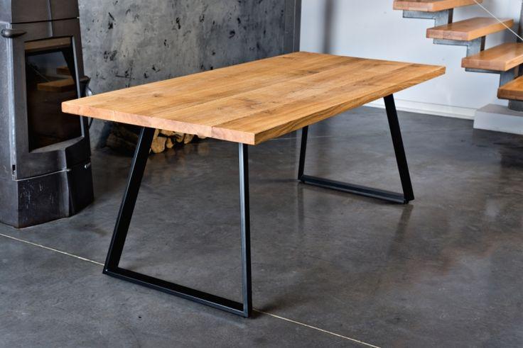 Prosty wygląd stołu drewnianego