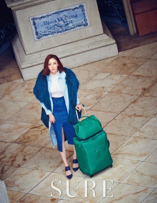 "Lee Da Hee Shows Macau Her Impeccable Style with ""Sure"" Photoshoot 