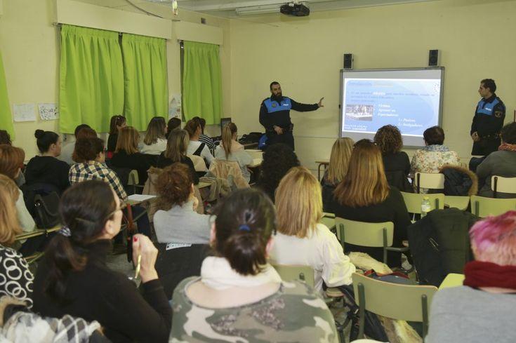 La Policía Local de Leganés ha impartido estos días un curso contra el bullying a 40 monitoras que desempeñan su trabajo en los comedores escolares de Leganés. + información...