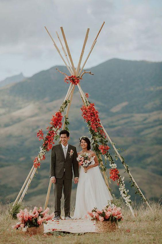Triangle Wedding Arch with Roses #wedding #weddingideas #weddingarches #weddingdecor #weddingdecoration #boho #bohoweddings