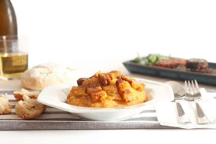 Patatas revolconas o meneás. Desearás que haga frío para sacar brillo a la cuchara e ir comiendo, bocado a bocado, lentamente, esta maravilla de la cocina española.