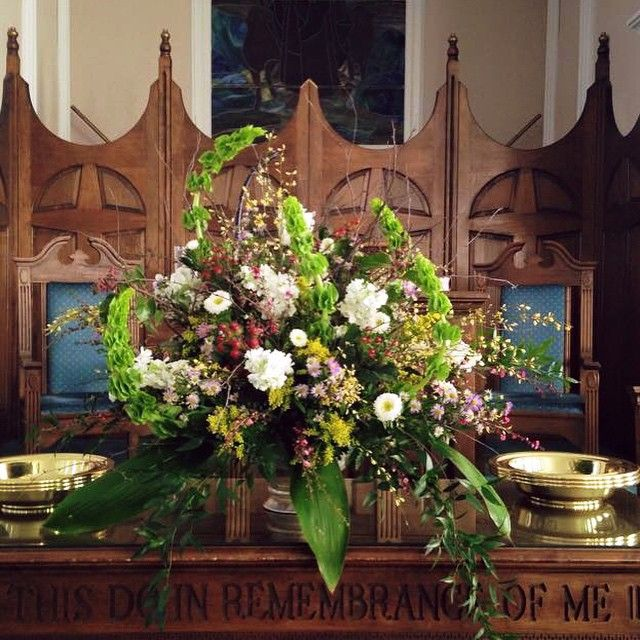 """""""@meezymae snapped this pic of the most handsome flowers delivered today for a 93 year old... """"wanttah see them from the back row!"""" tall. green.…"""" Design by Barry Beasley for Colonial House of Flowers Location: Statesboro Primitive Baptist Church"""