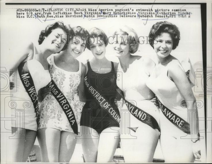 1960 Press Photo Miss America Pageant Contestants in Swimsuit Competition
