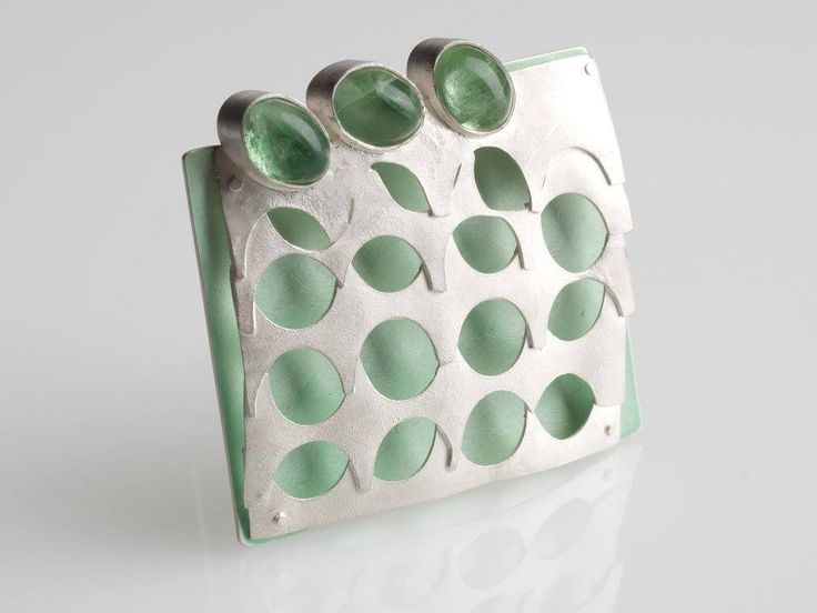 "ANIMAVIENNA   ·    GERTI MACHACEK - BROOCH - ""Drei Tropfen im Meer"" - Silber 925º, Steel, Fluorite, Lacquer.:"