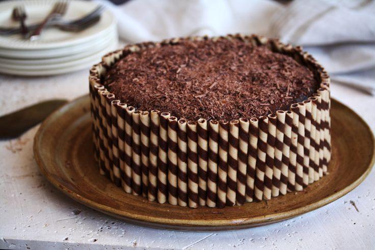 A super easy delcious moist chocolate cake recipe!!!