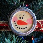 Whether you are a seasonal canner or someone who buys canning jars just for crafting, chances are you have some canning lids and bands lying around. Turn them into a rustic snowman ornaments with a vintage feel. Rusty canning bands are ideal for this craft!