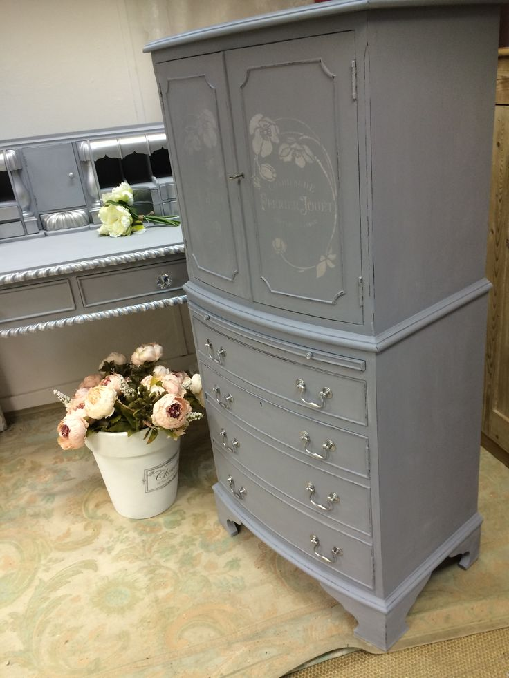 Lovely vintage cocktail cabinet / drinks cabinet transformed with Autentico chalk paint in French Grey with Silver Pearl metallic used for subtle champagne stenciling on the doors. Available from the Crafty Nest UK #chalkpaint #cocktailcabinet
