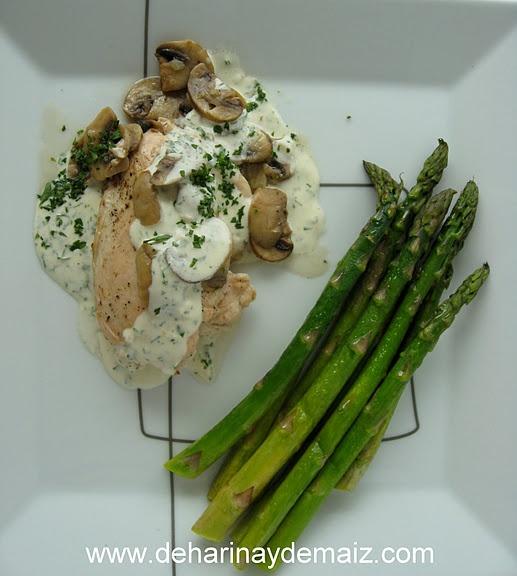 Pollo con Champiñones y Crema de Perejil