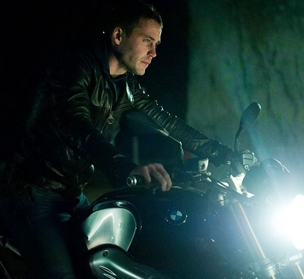 """True Detective"" star Taylor Kitsch opened up about the process of filming that wild motorcycle scene from the season 2 premiere."