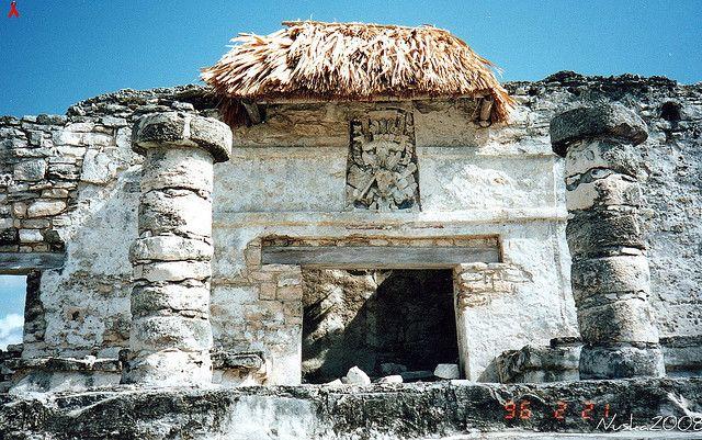 """Templo del Dios Descendente. Tulum.Q.Roo,Mexico Tulum significa en lengu maya,""""pared"""",pero su nombre original fue Zama,palabra maya que significa """"amanecer"""" debido a su estrategica posicion geografica,la cual permite disfrutar del nacimiento del sol. NO DEJEN DE CONOCER TULUM !!!!!,....Y COBA LES QUEDA CERCA......"""