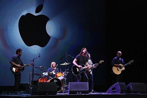 """No solo son una de las bandas más populares del mundo, también son una de las más talentosas""""   ¡Los Foo Fighters!"""