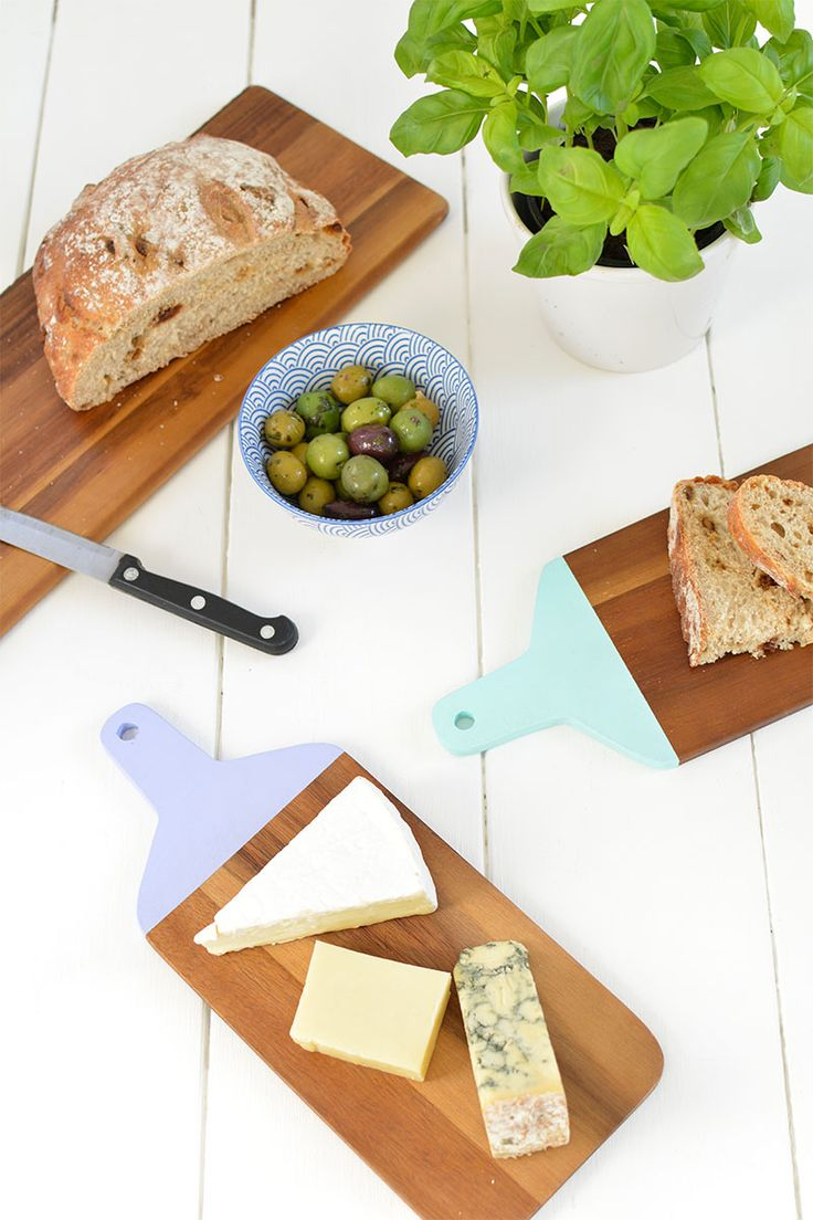 DIY serving platter for parties | DIY Cheese Boards | DIY Painted Chopping Boards