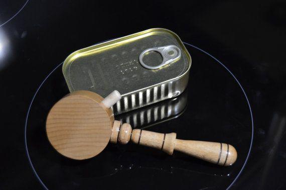 Abrelatas. Realizado en madera de haya hecho de por VILLAGUANGUITO