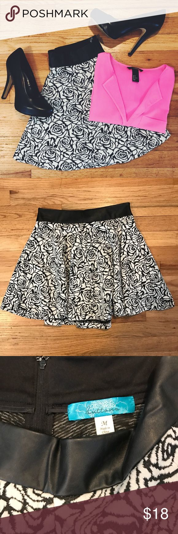 francesca's Black/White Skater Skirt Size Med francesca's Black/White Skater Skirt Size Med. Textured Floral Print with Faux Leather Waistband. Zip Closure. Like New! Francesca's Collections Skirts Circle & Skater