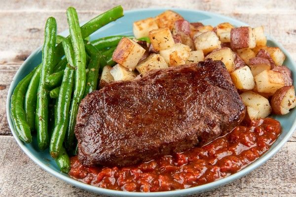Recipe: Sirloin Steak with Red Pepper Steak Sauce With Roasted Red Potatoes and Green Beans | Home Chef