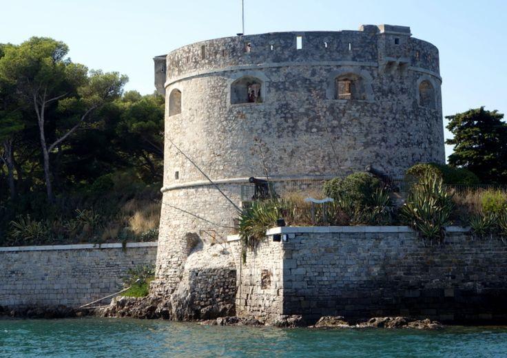 - Toulon