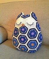 Tina's handicraft : owl shape cushion