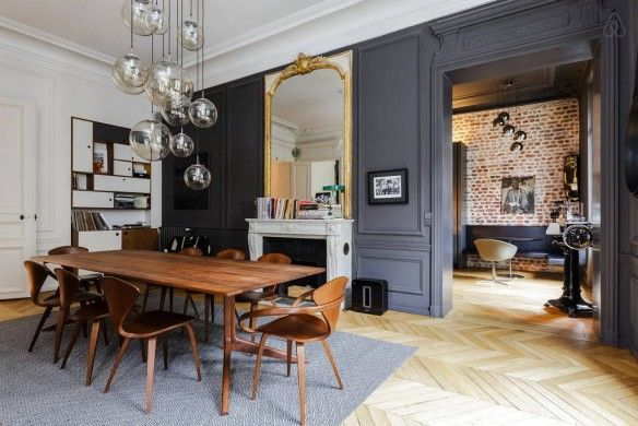 black moldings and woodwork - Haussmann Paris apartment on airbnb