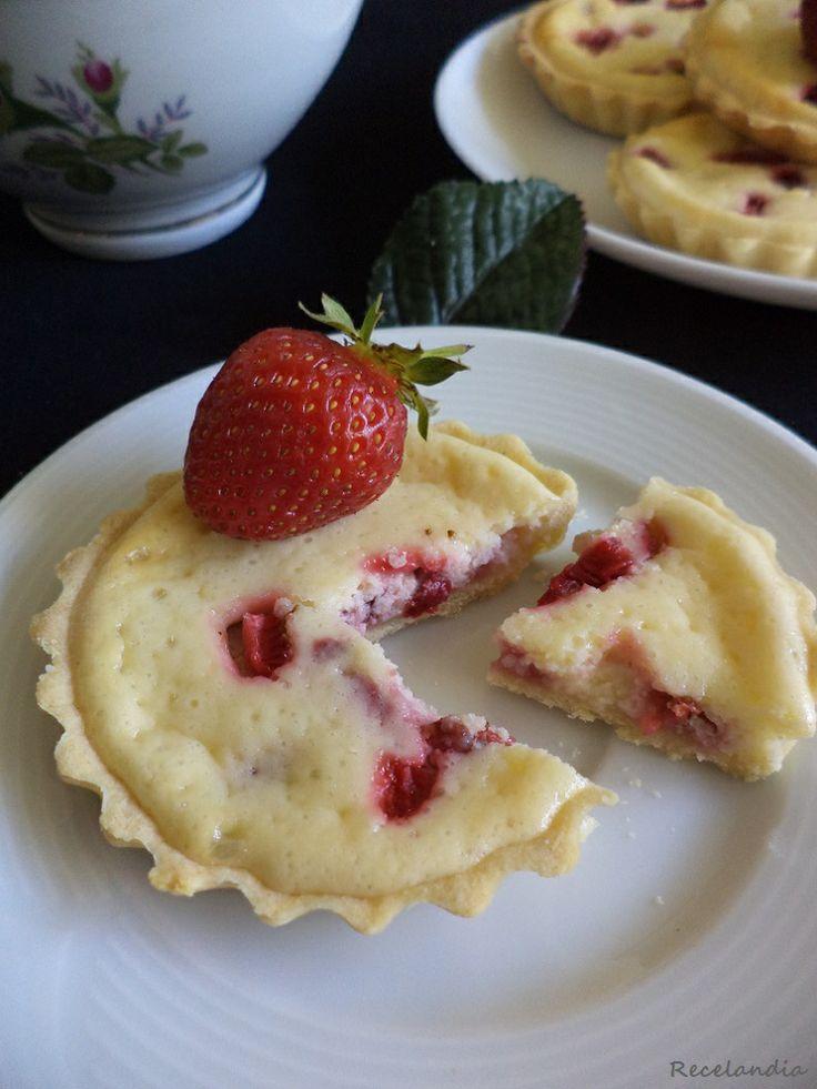 Tartaletas de queso, leche condensada y fresas