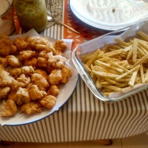 Pop corn de pollo y papas fritas