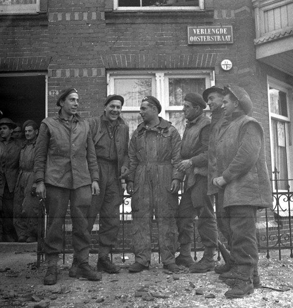 Infantrymen of Les Fusiliers Mont-Royal in Groningen, 15 April 1945.