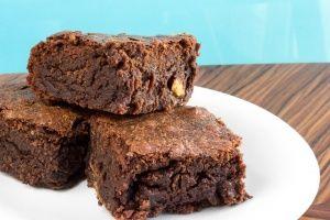 Si eres amante del chocolate y te gusta la repostería americana, no puedes pasar por alto esta receta de brownies veganos. ¡Para chuparse los dedos!