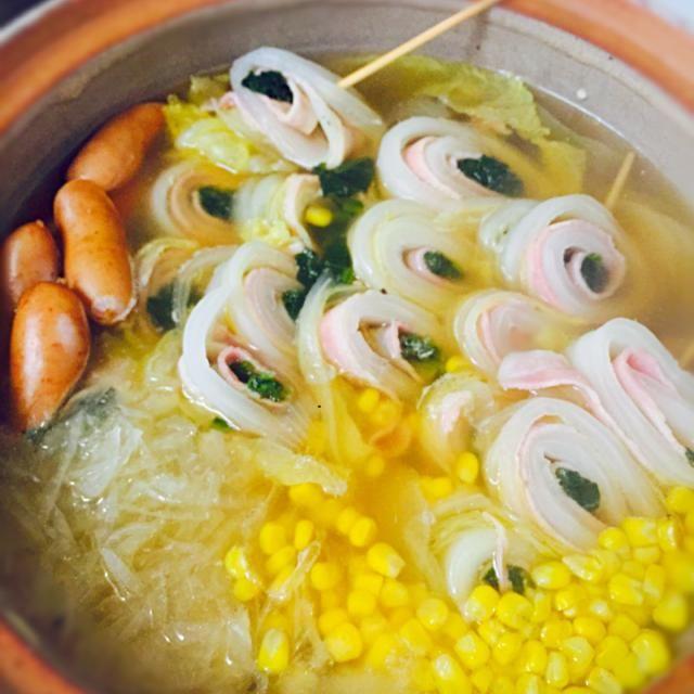 スープはコンソメと鶏ガラの肉ニクしいスープで 本当はプチトマトを足したかったけど…雨でお買い物を断念しました  『無駄に女子力高め鍋』 - 37件のもぐもぐ - 冷蔵庫お掃除鍋 by shihokiku35Js