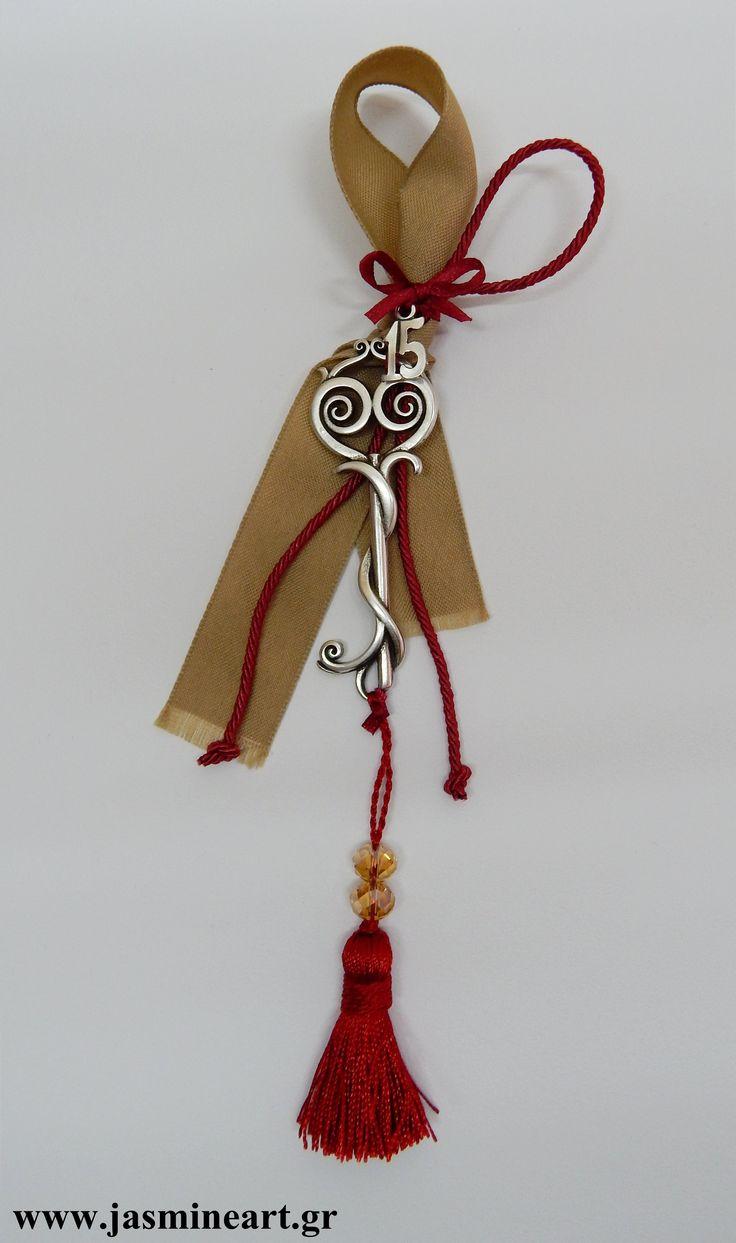 Γούρι15 Κλειδί Φούντα  Γούρι αντικέ κλειδί με φούντα και μεταλλικό 15 Τιμή:  6.50 €