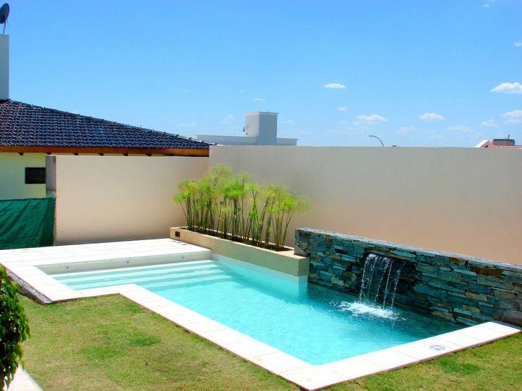 12 piscinas de microcimento para construir e desfrutar for Medidas de una piscina para una casa