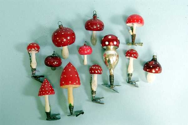 I just love glass Christmas ornaments reminds me of my Grandparents tree. But these mushrooms are just extra special! love love