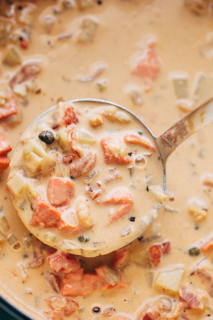 Seattle Style Smoked Salmon Chowder -The creamiest, coziest bowl of homemade smoked salmon chowder you'll ever have! This chowder is naturally thickened with potatoes and is super luxurious! #smokedsalmonchowder #chowder #pikeplacechowder #salmonchowder | Littlespicejar.com