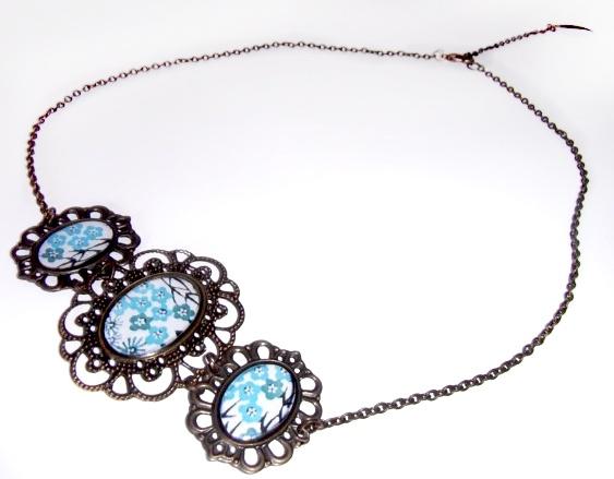 Collar Vintage en bronce antiguo, resina y piedras naturales (Disponible en rojo)
