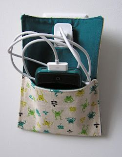 Homemade Gifts for tech lovers -- and they're so easy too! cell phone charging holder