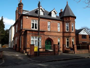 Knighton Manor is based in the Stoney Gate area of Leicester and is set amongst the beautiful leafy suburb of this affluent area, close to local bus networks and Leicester train station.