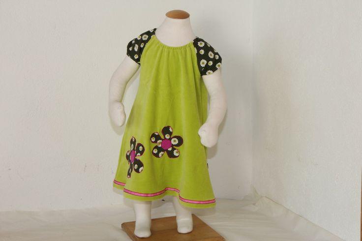 Kaklekjole med applikerte blomster.70-talls sengetøy får nytt liv. #kakle #kakleklær #kjole #retro #retrosøm #søm #sewing
