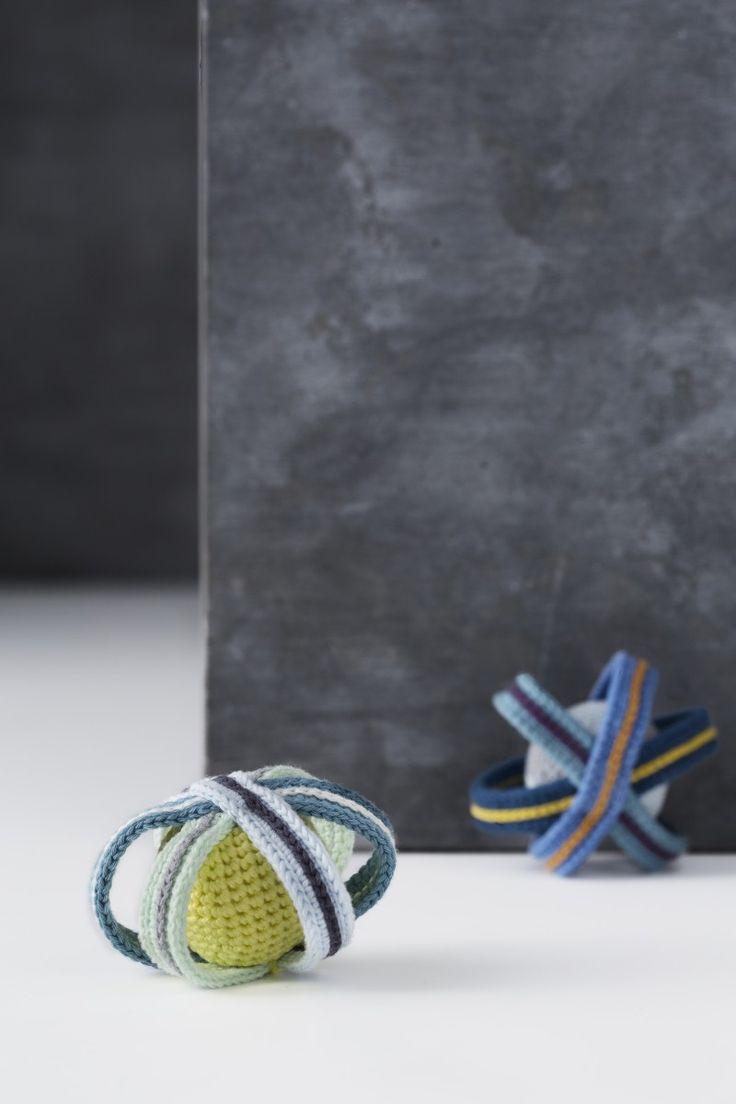 """Hæklet rangle fra bogen """"Lutter Løkker"""" // Crochet babyrattle from the book """"Lutter Løkker"""""""