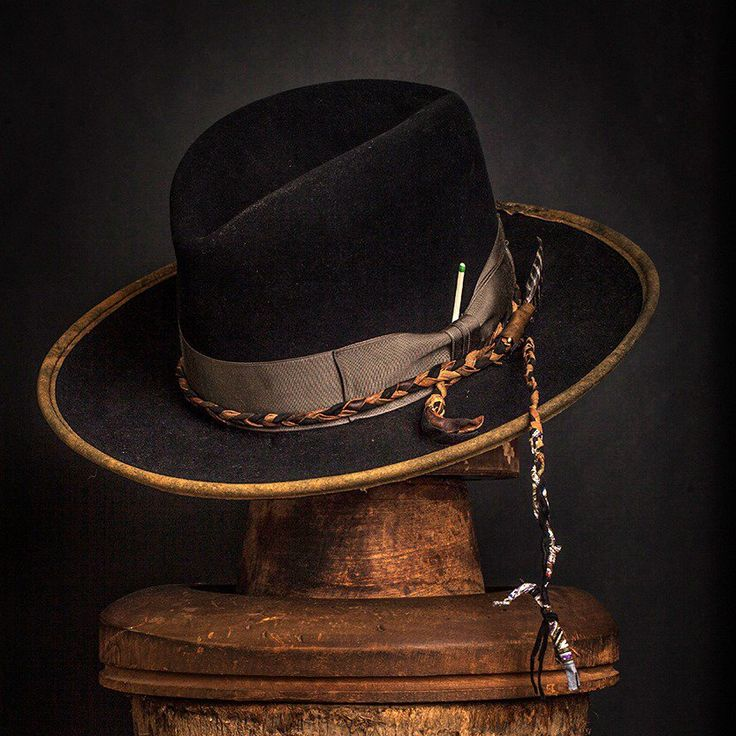 Hut 059 Source by twojabsandarigh Western Hats, Cowboy Hats, Cowboy Gear, Dope Hats, Stylish Mens Fashion, Cheap Fashion, Stylish Outfits, Kentucky Derby Hats, Leather Hats