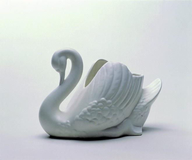"Iconic NZ ""Crown Lynn"" Swan (pottery)"